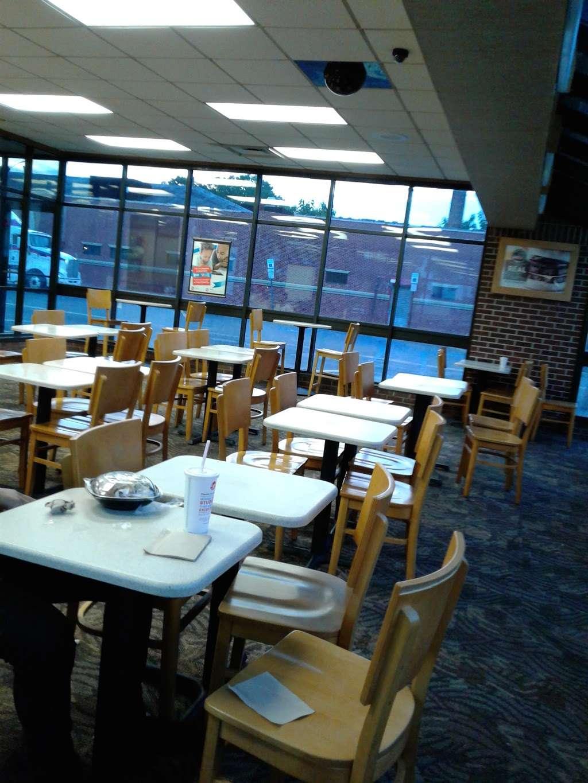 Wendys - restaurant    Photo 6 of 10   Address: 2 Main St, City of Orange, NJ 07050, USA   Phone: (973) 414-0560