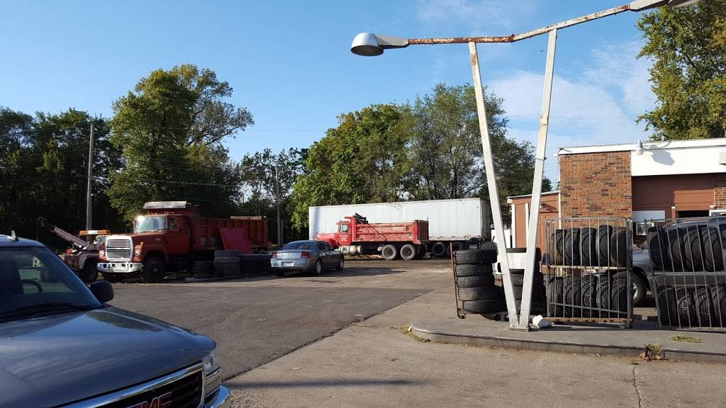 Charles Tire - car repair  | Photo 6 of 7 | Address: 1572 St Clair Ave, East St Louis, IL 62205, USA | Phone: (618) 274-3168
