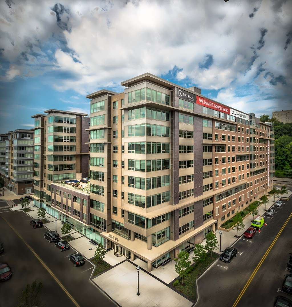 RiverParc at Port Imperial - real estate agency  | Photo 1 of 10 | Address: 1300 Ave at Port Imperial, Weehawken, NJ 07086, USA | Phone: (844) 454-8377