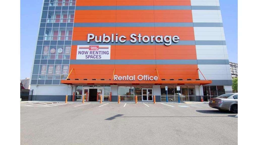 Public Storage - storage  | Photo 1 of 10 | Address: 385 Gerard Ave, Bronx, NY 10451, USA | Phone: (347) 767-5500