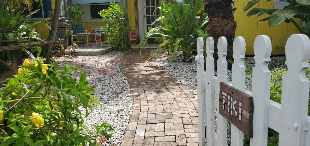 Grandview Tiki Hut Cottage - real estate agency  | Photo 4 of 7 | Address: 636 Mandalay Ave, Clearwater, FL 33767, USA | Phone: (813) 417-1218