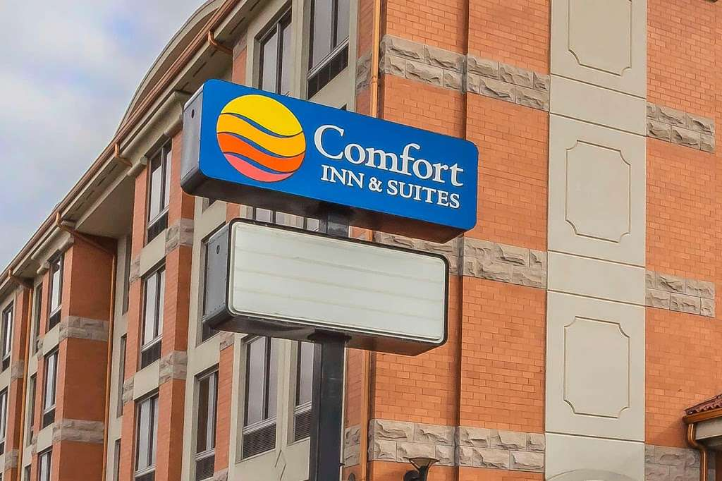 Comfort Inn & Suites LaGuardia Airport - lodging  | Photo 9 of 10 | Address: 60-30 Maurice Ave, Maspeth, NY 11378, USA | Phone: (718) 457-5555