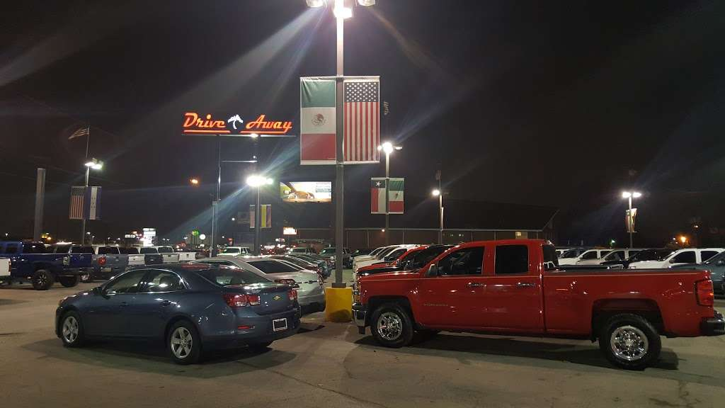 Drive Away Autos - car dealer  | Photo 10 of 10 | Address: 5715 North Fwy, Houston, TX 77076, USA | Phone: (713) 691-3600