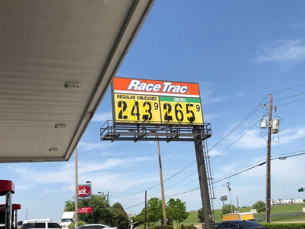 RaceTrac - gas station  | Photo 3 of 10 | Address: 4010 S Belt Line Rd, Grand Prairie, TX 75052, USA | Phone: (972) 264-0026