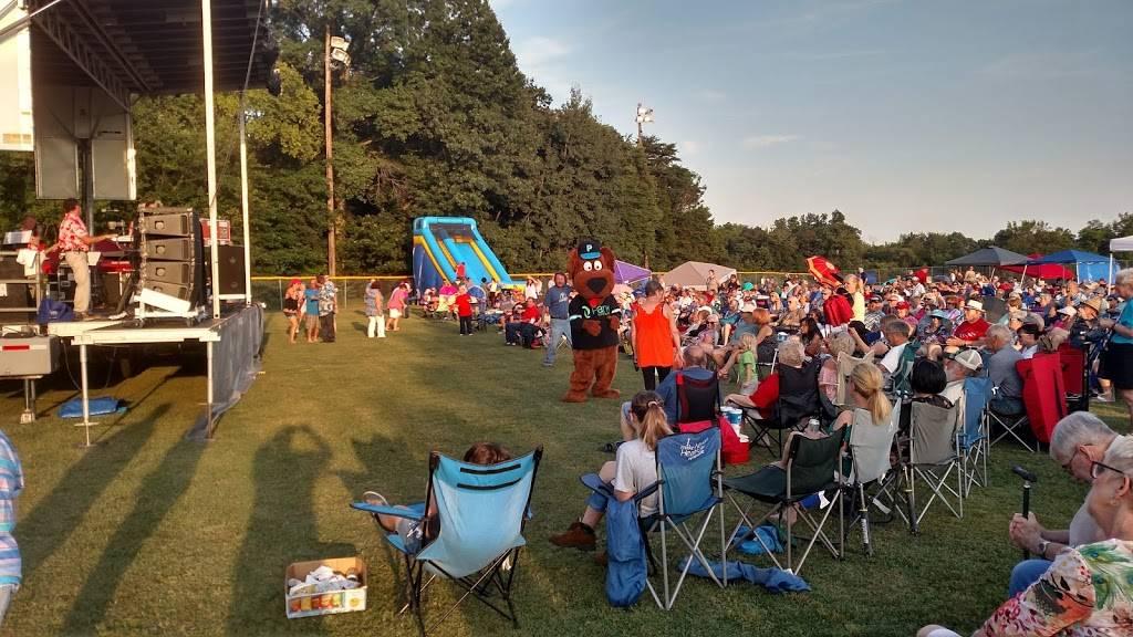 Highview Park - park  | Photo 10 of 10 | Address: 7201 Outer Loop, Louisville, KY 40228, USA | Phone: (502) 601-2318