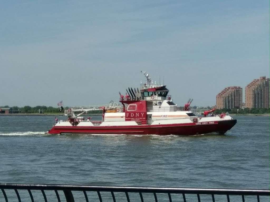 Liberty Landing Marina - transit station  | Photo 3 of 10 | Address: 76 Audrey Zapp Dr, Jersey City, NJ 07305, USA | Phone: (201) 604-5799
