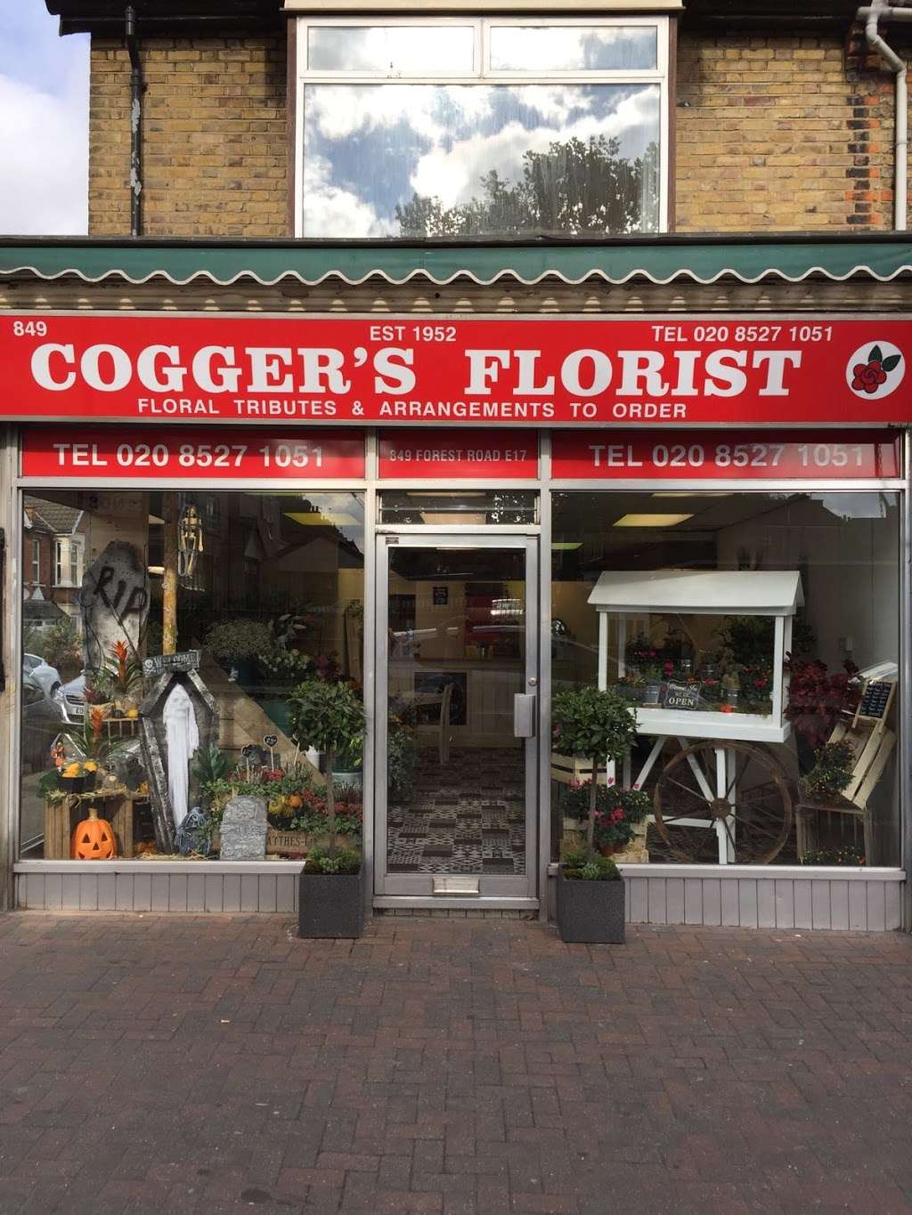 Coggers in Bloom - florist  | Photo 6 of 10 | Address: 849 Forest Rd, Walthamstow, London E17 4AT, UK | Phone: 020 8527 1051