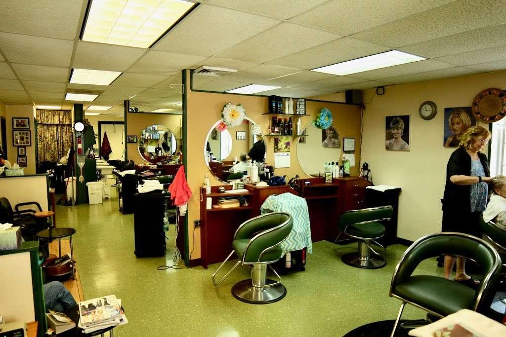 Fort Hunt Hair Design - hair care    Photo 1 of 8   Address: 2406, 1900 Elkin St # 1, Alexandria, VA 22308, USA   Phone: (703) 780-1671
