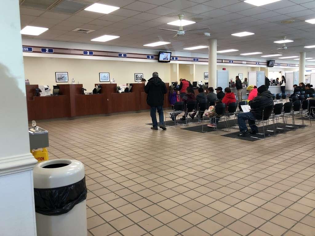 Virginia Dmv Fairfax Westfields Customer Service Center 3809 14950 Northridge Dr Chantilly Va 20151 Usa
