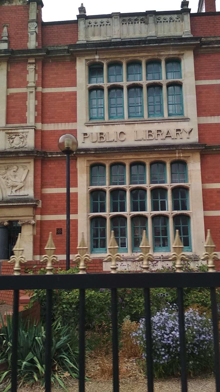 Passmore Edwards Public Library - library  | Photo 2 of 10 | Address: 207 Plashet Grove, London E6 1BT, UK