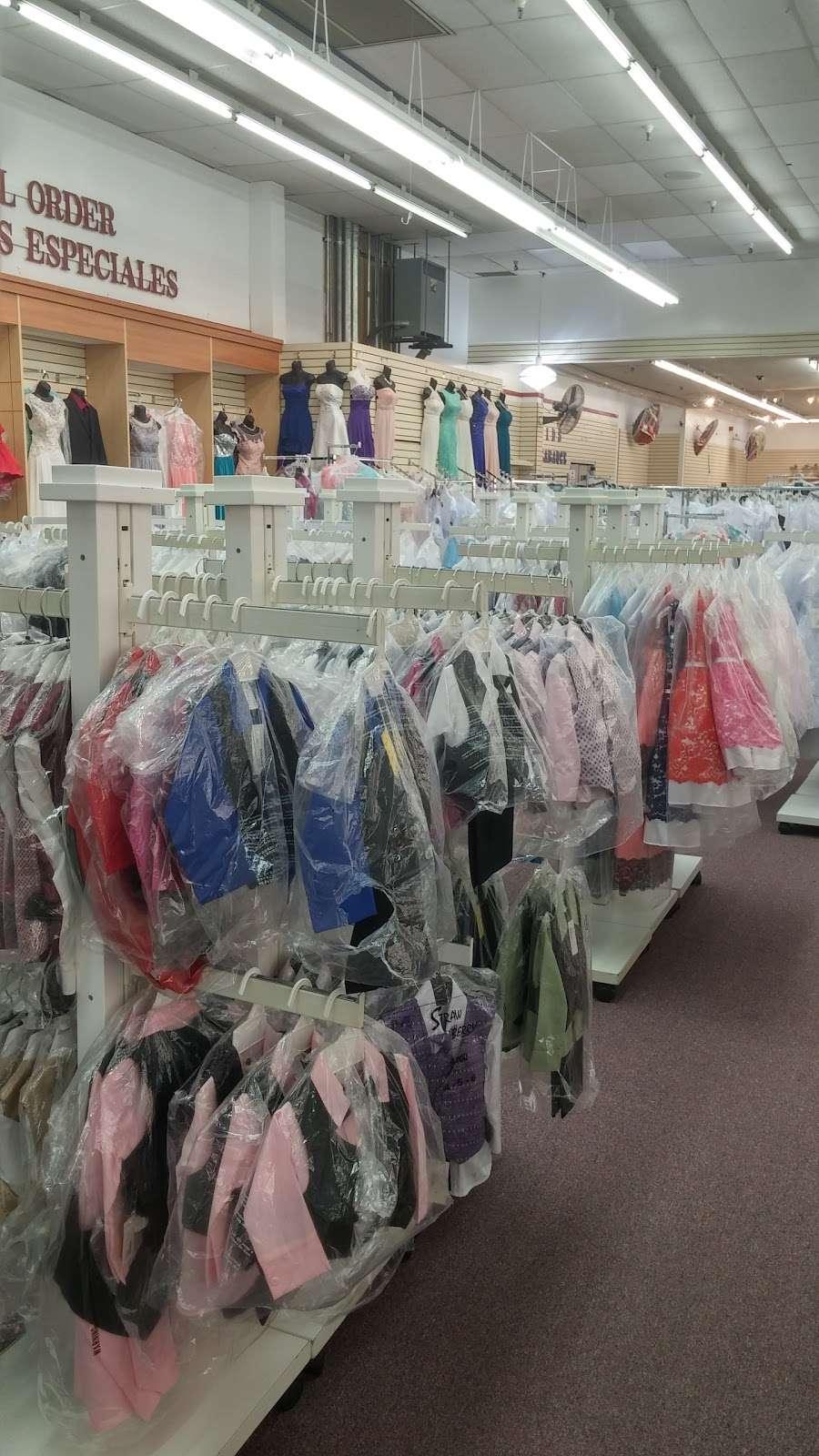 Viva Fashion Mart - clothing store  | Photo 9 of 10 | Address: 4305 State Ave, Kansas City, KS 66102, USA | Phone: (913) 287-8008
