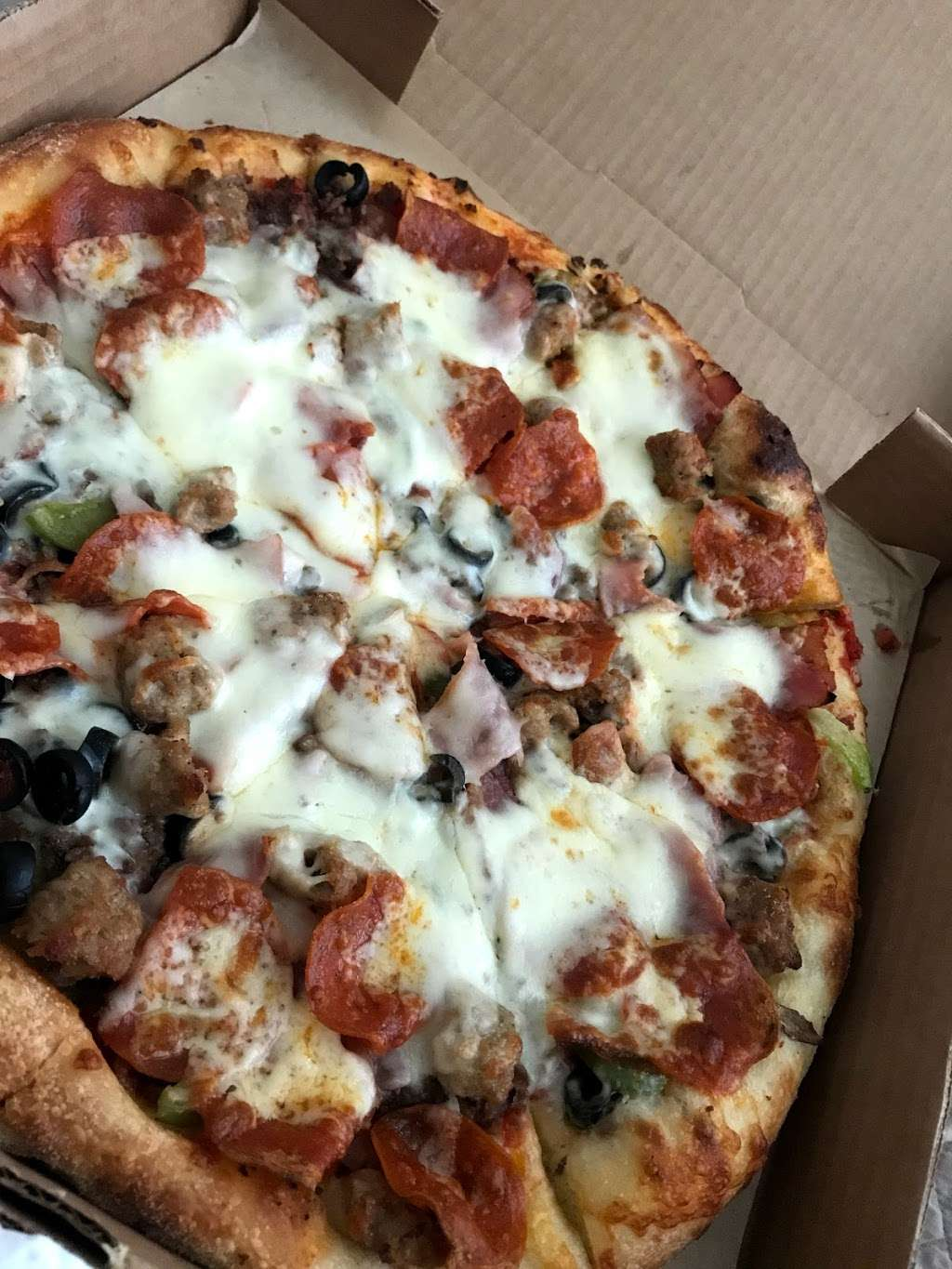 Flippers Pizzeria - meal delivery  | Photo 1 of 10 | Address: 6526 Old Brick Road #100, Windermere, FL 34786, USA | Phone: (407) 877-1717
