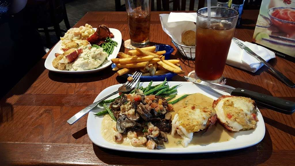Red Lobster - restaurant  | Photo 9 of 10 | Address: 4717 I-10, Baytown, TX 77521, USA | Phone: (281) 421-5656