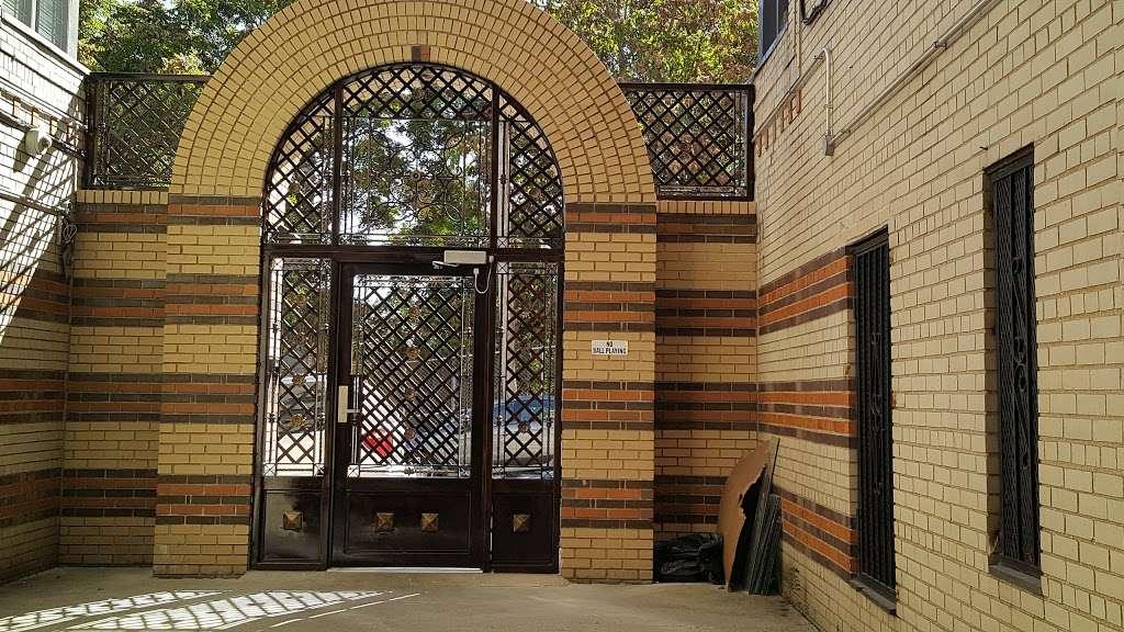 OBrien Oval - park  | Photo 5 of 10 | Address: 396 E Tremont Ave, Bronx, NY 10457, USA | Phone: (212) 639-9675