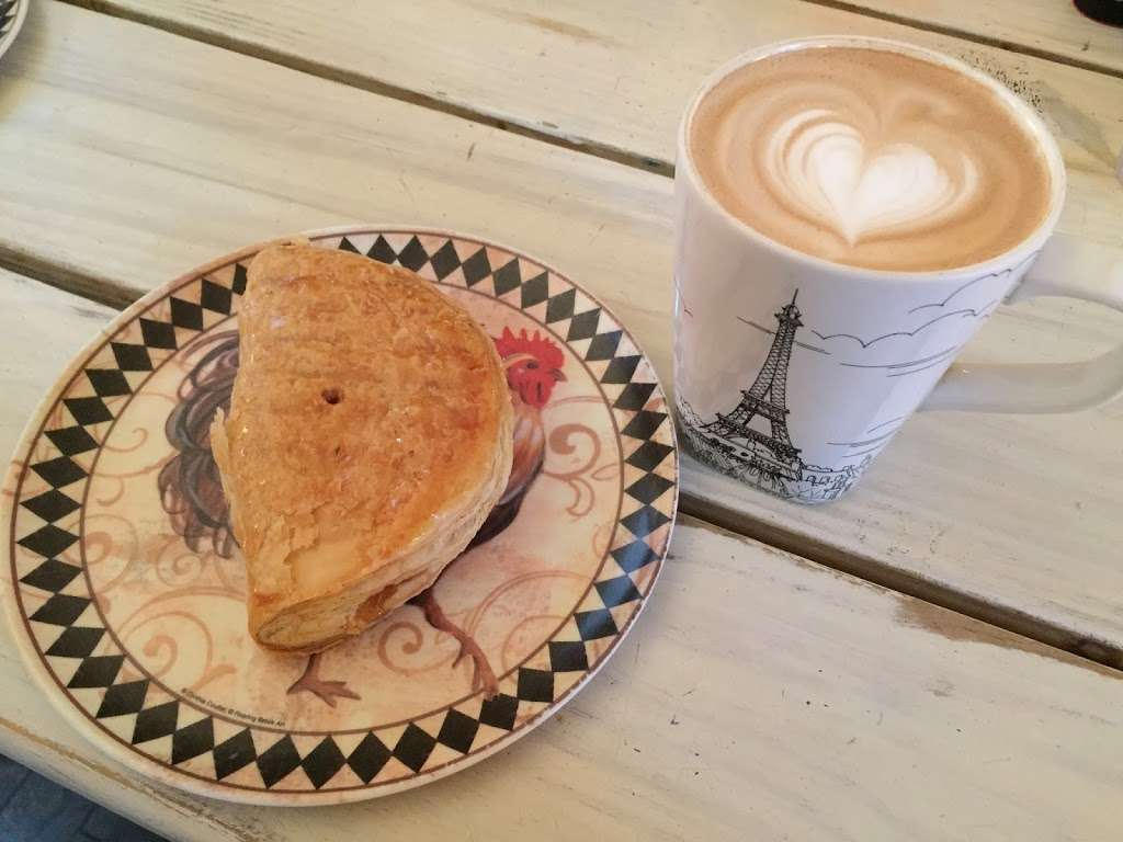 Vineapple Cafe - cafe  | Photo 5 of 10 | Address: 71 Pineapple St, Brooklyn, NY 11201, USA | Phone: (347) 799-1701