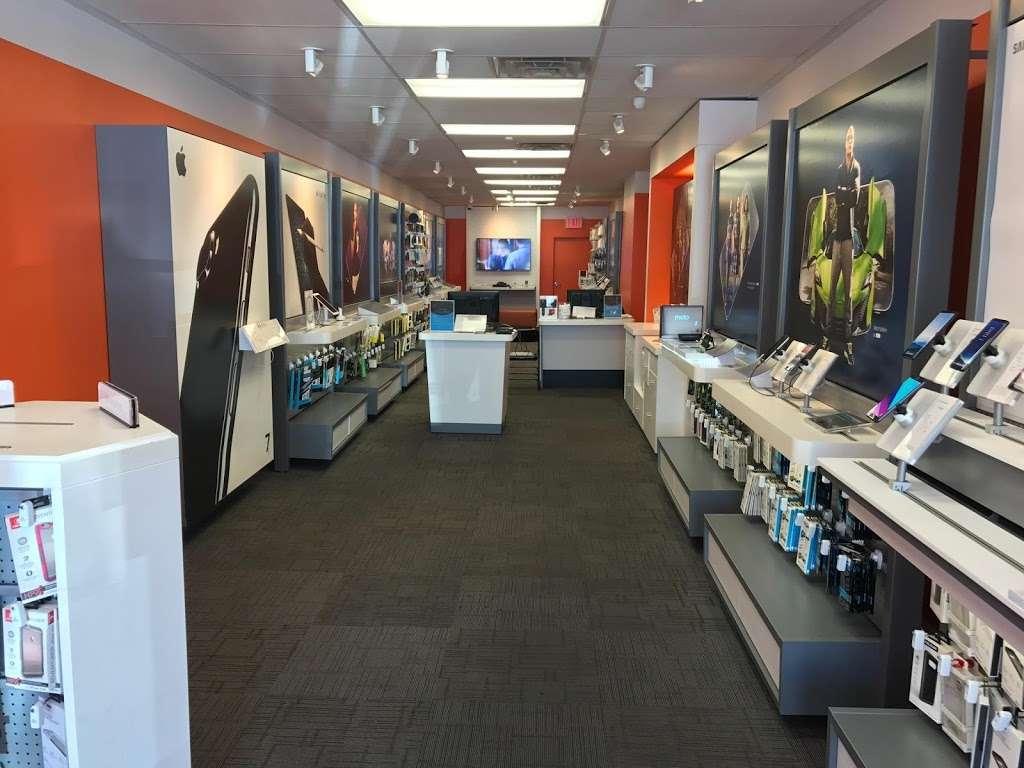 AT&T - electronics store    Photo 5 of 10   Address: 6707 18th Ave, Brooklyn, NY 11204, USA   Phone: (347) 533-4704