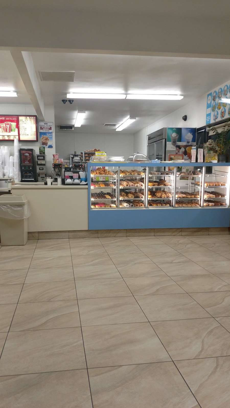 Cherris Donuts - bakery  | Photo 6 of 9 | Address: 10017 Orr and Day Rd, Santa Fe Springs, CA 90670, USA | Phone: (562) 929-1184