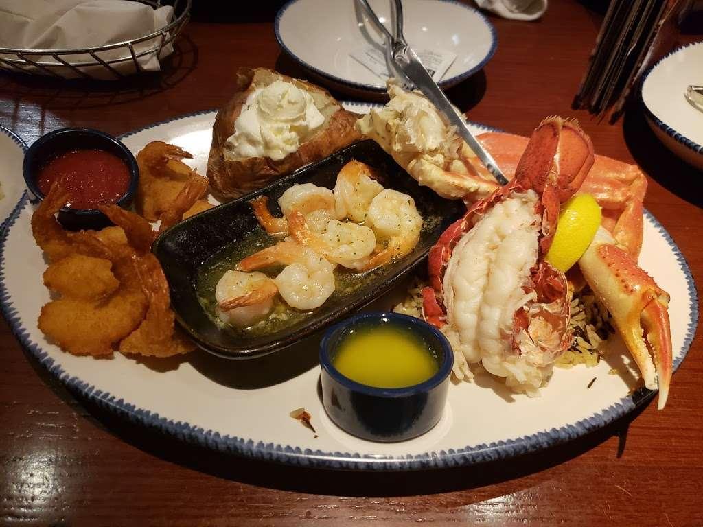 Red Lobster - restaurant  | Photo 8 of 10 | Address: 9140 E Roosevelt Blvd, Philadelphia, PA 19115, USA | Phone: (215) 673-5750