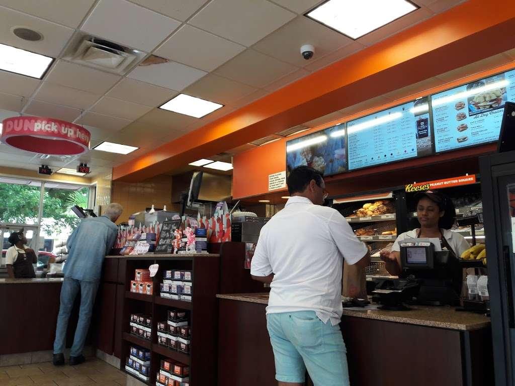 Dunkin - bakery  | Photo 5 of 10 | Address: 95 NW 167th St, North Miami Beach, FL 33169, USA | Phone: (305) 655-0101