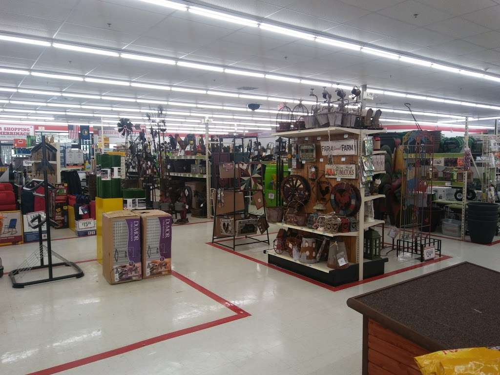 Tractor Supply Co. - hardware store  | Photo 8 of 10 | Address: 515 Daniel Webster Hwy Ste A, Merrimack, NH 03054, USA | Phone: (603) 424-3300
