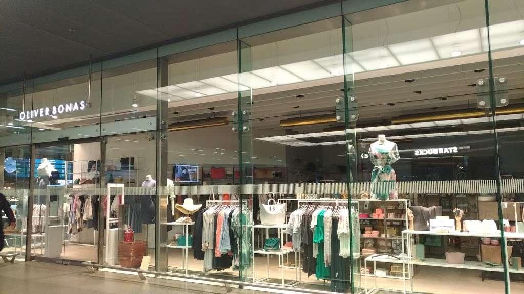 Oliver Bonas - clothing store  | Photo 4 of 10 | Address: Unit 16a, St Pancras Station, Euston Rd, Kings Cross, London N1C 4QP, UK | Phone: 020 7837 5161