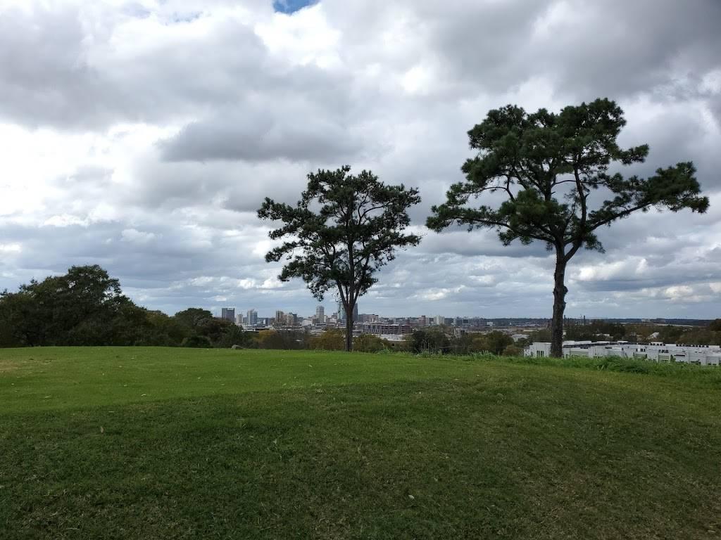 Highland Park Golf Course - school    Photo 6 of 7   Address: 3300 Highland Ave, Birmingham, AL 35205, USA   Phone: (205) 322-1902