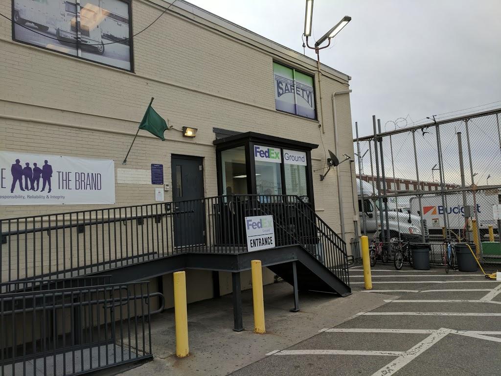 FedEx Ground - moving company  | Photo 6 of 7 | Address: 300 Maspeth Ave, Brooklyn, NY 11211, USA | Phone: (800) 463-3339