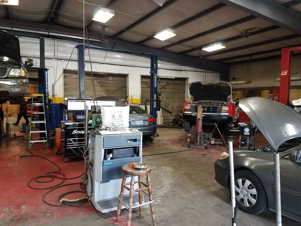 Mecias Auto Service & Body Shop - car repair  | Photo 3 of 8 | Address: 7603 Old Statesville Rd, Charlotte, NC 28269, USA | Phone: (704) 597-1740