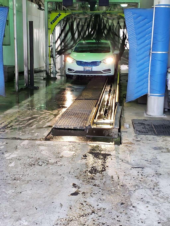 Evergreen Car Wash - car wash  | Photo 4 of 10 | Address: 3501 95th St, Evergreen Park, IL 60805, USA | Phone: (708) 229-9960