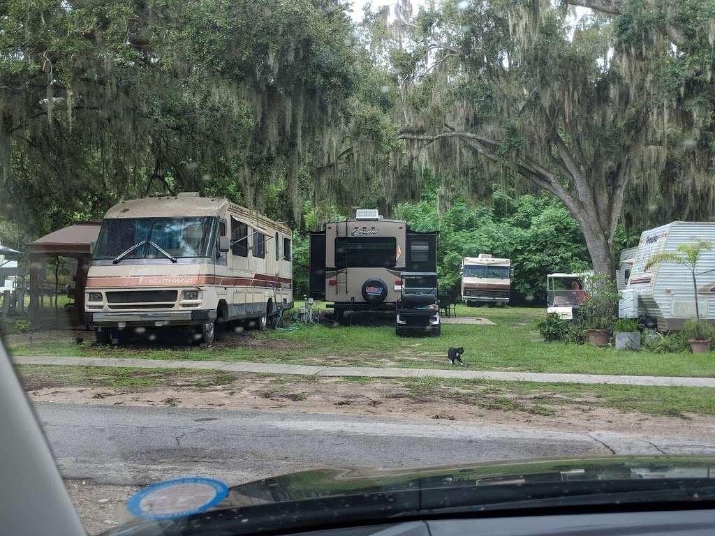 Killarney Mobile Homes & RV Court - rv park    Photo 5 of 10   Address: 950 Orange Plaza, Winter Garden, FL 34787, USA   Phone: (407) 656-2525