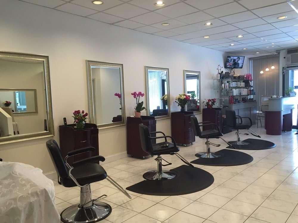Salon Dolce - hair care    Photo 1 of 10   Address: 636 Brooklawn Ave, Bridgeport, CT 06604, USA   Phone: (203) 334-6259