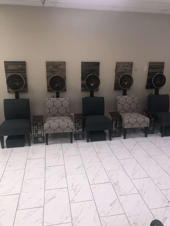 Primp and Paint Beauty Lounge Inc. - hair care    Photo 3 of 10   Address: 8 Towncenter Dr, University Park, IL 60484, USA   Phone: (708) 885-5120