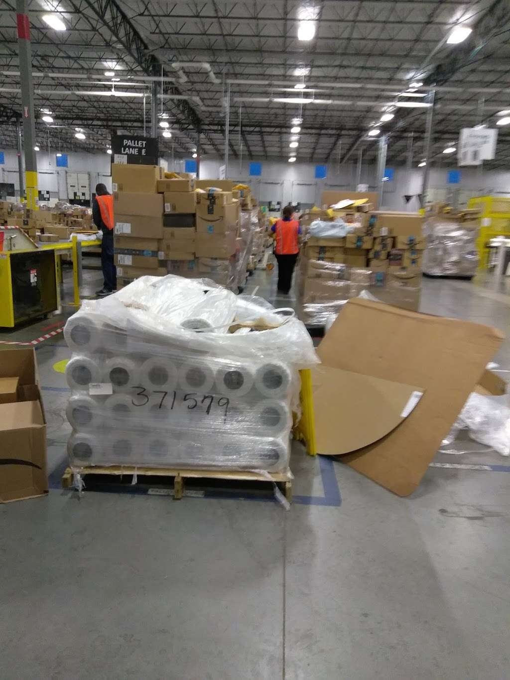 HOU1-Amazon Fulfillment Center - storage  | Photo 9 of 10 | Address: 8120 Humble Westfield Rd, Humble, TX 77338, USA | Phone: (877) 243-2915