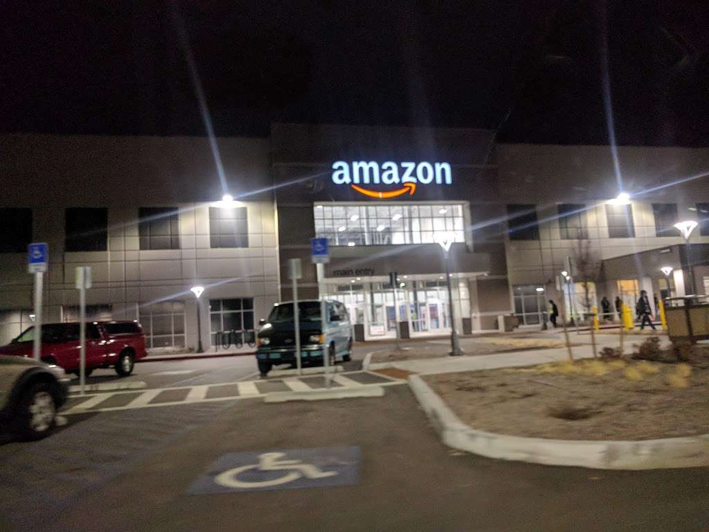 Amazon DEN2 - storage  | Photo 7 of 10 | Address: 22205 E 19th Ave, Aurora, CO 80019, USA | Phone: (855) 574-2041