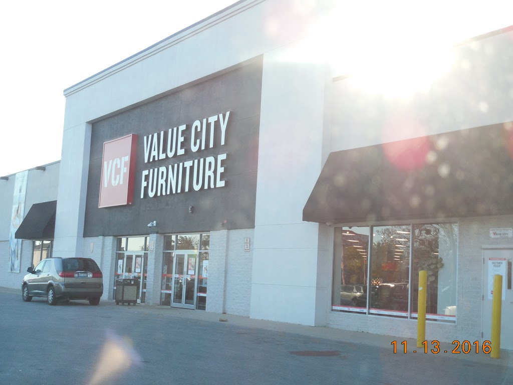 Value City Furniture - furniture store  | Photo 1 of 10 | Address: 8310 S Cicero Ave, Burbank, IL 60459, USA | Phone: (708) 422-2900