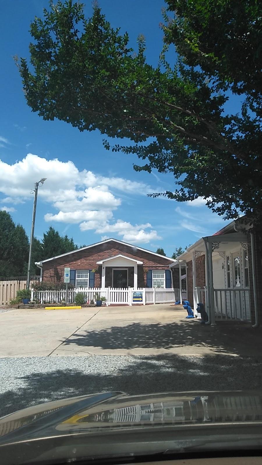 Loving Pet Inn & Resort -     Photo 5 of 10   Address: 820 Gallimore Dairy Rd, High Point, NC 27265, USA   Phone: (336) 393-0670