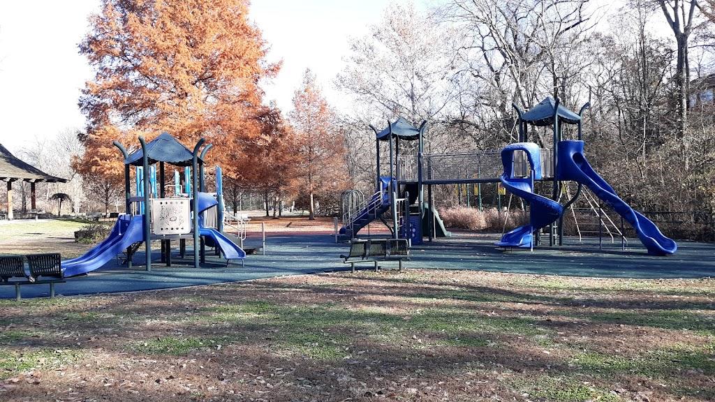 Larson Park - park  | Photo 3 of 10 | Address: 520 W Kirkham Ave, Webster Groves, MO 63119, USA | Phone: (314) 963-5300