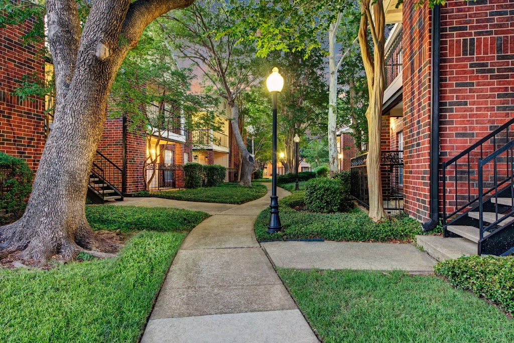 The Oaks at Valley Ranch Apartments - real estate agency    Photo 9 of 10   Address: 9519 Valley Ranch Pkwy E, Irving, TX 75063, USA   Phone: (972) 893-3092