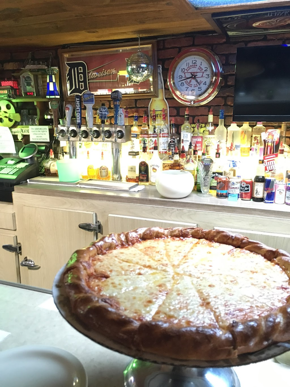 Airport Inn - restaurant  | Photo 3 of 4 | Address: 9264 Groh Rd, Grosse Ile Township, MI 48138, USA | Phone: (734) 675-4200