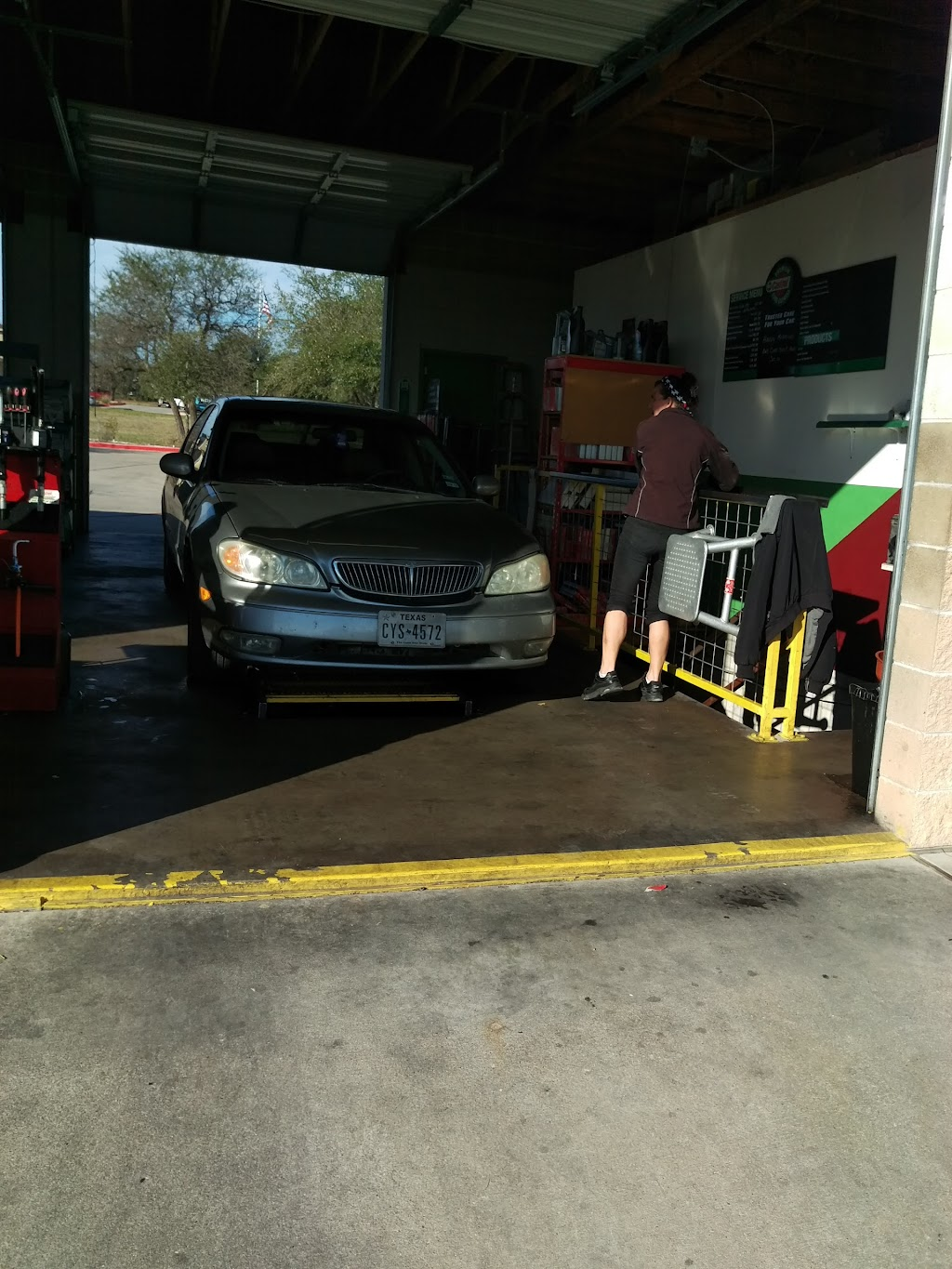Castrol Premium Lube Express - car repair  | Photo 8 of 10 | Address: CPLE, 400 Crystal Falls Pkwy STORE # 1566, Leander, TX 78641, USA | Phone: (512) 528-1514
