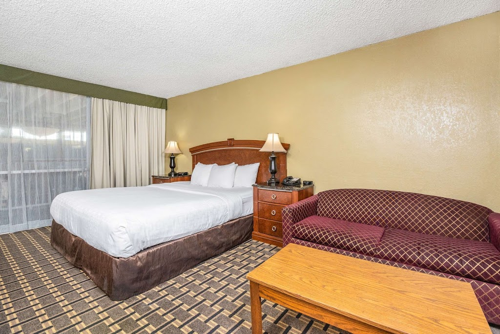 Clarion Inn Conference Center - lodging    Photo 2 of 10   Address: 1612 Sisk Rd, Modesto, CA 95350, USA   Phone: (209) 521-1612