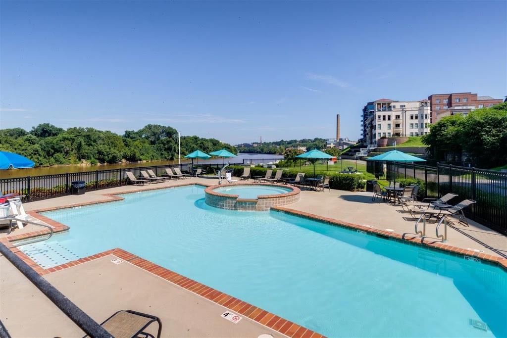 East 51 at Rocketts Landing Apartments - real estate agency  | Photo 3 of 10 | Address: 5101 Old Main St, Richmond, VA 23231, USA | Phone: (804) 793-8443