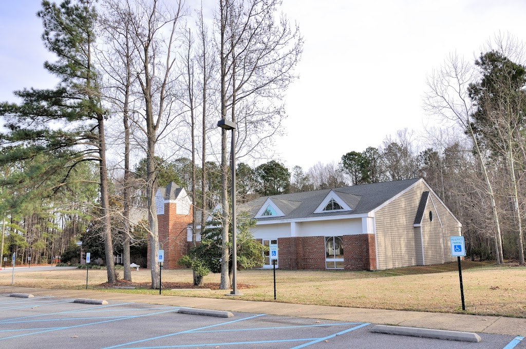 Good Shepherd Catholic Church - church  | Photo 3 of 3 | Address: 300 Smithfield Blvd, Smithfield, VA 23430, USA | Phone: (757) 365-0579