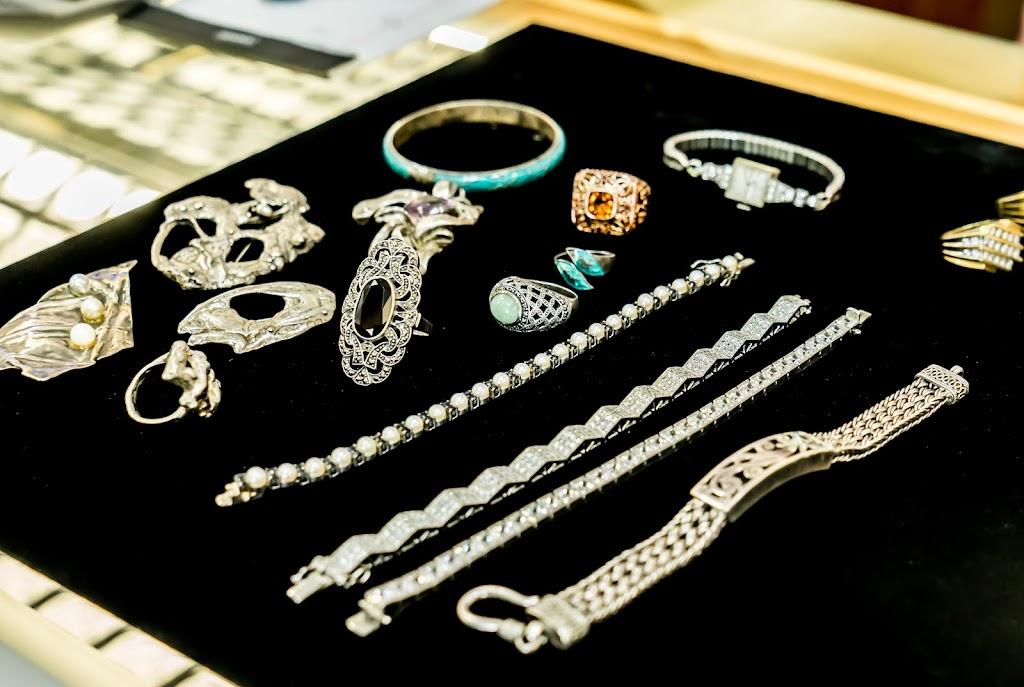 Bellevue Rare Coins - jewelry store  | Photo 9 of 10 | Address: 18411 Alderwood Mall Pkwy UNIT F, Lynnwood, WA 98037, USA | Phone: (425) 672-2646