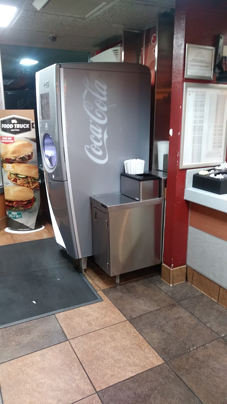 Jack in the Box - restaurant  | Photo 6 of 10 | Address: 1710 Monument Blvd, Concord, CA 94520, USA | Phone: (925) 671-7911