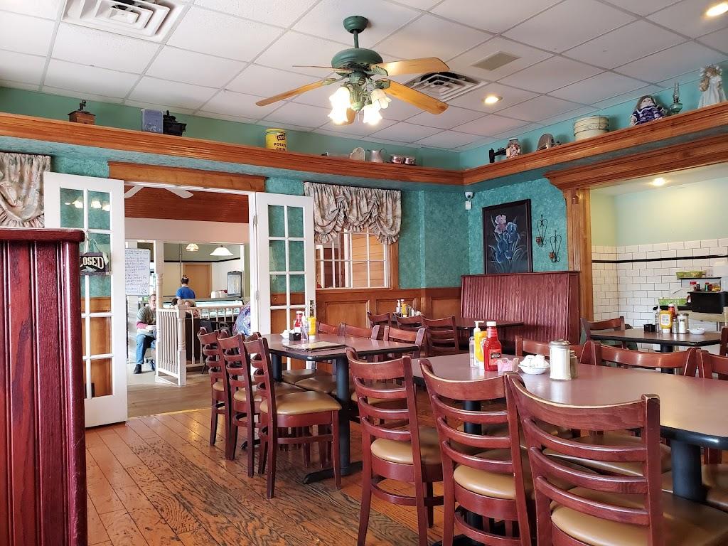 Englewood Cafe - cafe  | Photo 8 of 10 | Address: 10904 E Winner Rd, Independence, MO 64052, USA | Phone: (816) 461-9588