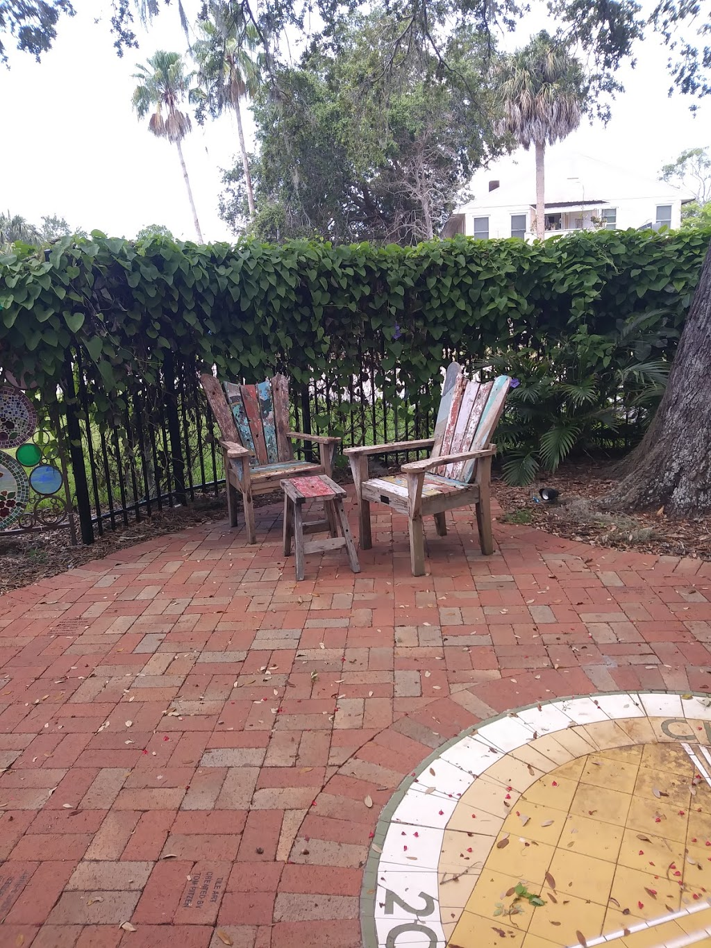 Gulfport Public Library - library    Photo 3 of 10   Address: 5501 28th Ave S, Gulfport, FL 33707, USA   Phone: (727) 893-1074