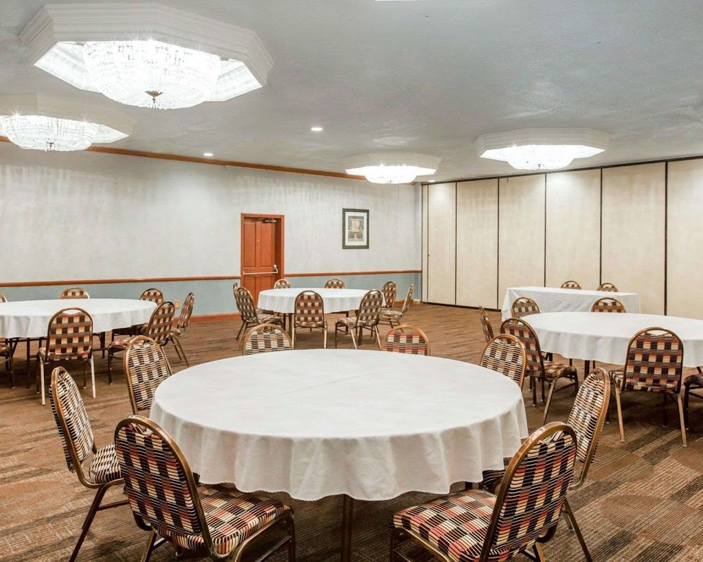 Clarion Inn Conference Center - lodging    Photo 5 of 10   Address: 1612 Sisk Rd, Modesto, CA 95350, USA   Phone: (209) 521-1612