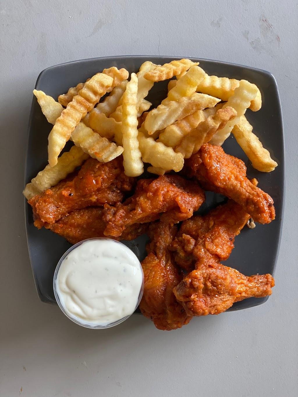 VIP Wings Deli and Café - restaurant  | Photo 3 of 10 | Address: 5015 Old National Hwy, Atlanta, GA 30349, USA | Phone: (404) 963-6320