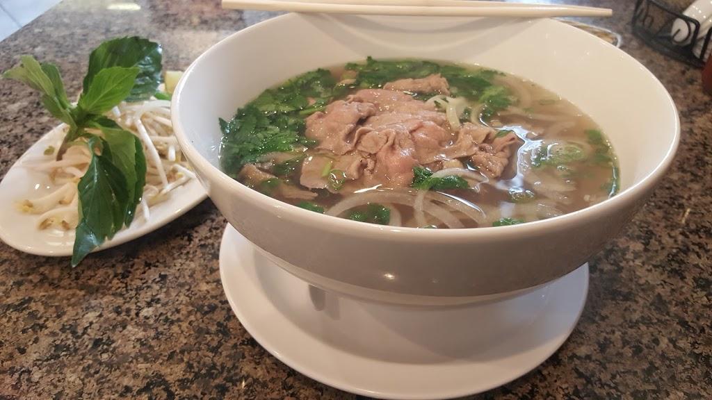 Surprise Pho Vietnamese Restaurant - restaurant  | Photo 4 of 10 | Address: 15693 N Reems Rd #113, Surprise, AZ 85374, USA | Phone: (623) 546-1111